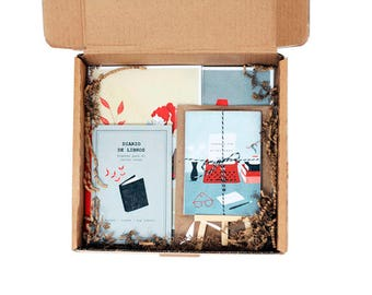 Gift box 2 - For the voracius reader (1 daily book, 1 mini calendar, 2 prints A5)