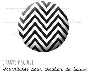 2 cabochons with stick black and white herringbone 1546 - 16 mm-