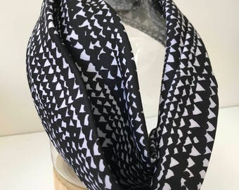 Monochrome triangles infinity scarf