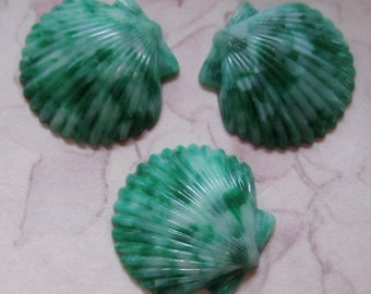 9 pcs. vintage green mottled plastic seashell flat back cabochons 19x18mm - r141
