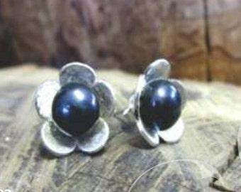 Sterling silver flower stud earring