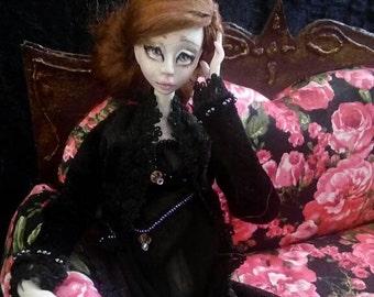 Ooak porcelain BJD art doll: Mia out of golden cage