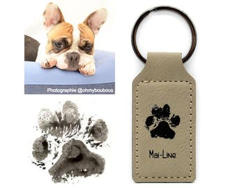 Key ring with your pet's paw print engraved on leather. Two colors to choose from. Personalized animal gift