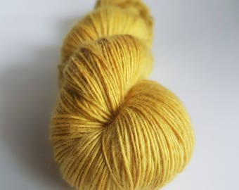 Single Superwash Merino skein - Fingering - color Golden snitch