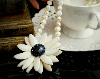 PEARLS!!! Fine necklace, white or orange maxi flower made from black onyx, pearls and sea shells