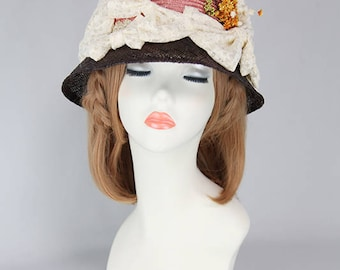 A bi-coloured hat with ribbon