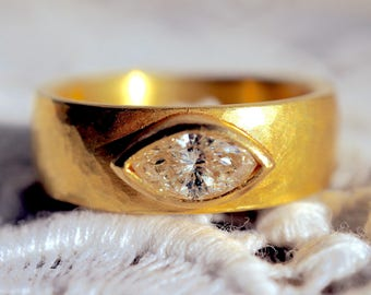 Gold ring with diamond * Wedding *