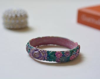 1960s | Floral Carved Celluloid Bangle
