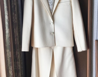AGNONA vintage 1980's Creamy white suits for ladies  in excellent condition