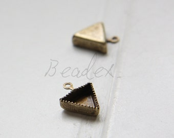 4 Pieces / Triangle Cabochons Setting/ Antique Brass / Brass Base (C3061//C593)
