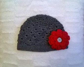 Handmade crochet cloche style hat with exchangeable flowers - all sizes!  / Gehäkelte Cloche Mütze