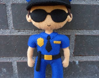 PDF tutorial to make a felt policeman.