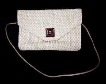 7 DOLLAR SALE---Vintage 70's Woven Straw Beige Shoulder Purse