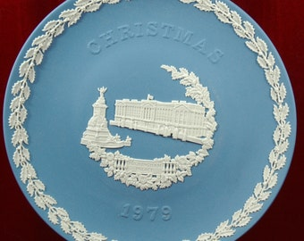 Vintage Wedgwood Jasperware 1979 Christmas Plate Featuring Buckingham Palace       01128