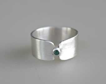 Wide Band Ring, Emerald Ring, May Birthstone Ring, Minimalist Ring, Gift For Her, Mother Gift, Sterling Silver Ring, Gift For Wife