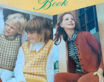 The Concise Knittting Book, Author Caroline Carr, Vintage Hard Cover, ABRIDGED EDITION,  Craft 1973, Instruction, How To, Ships worldwide