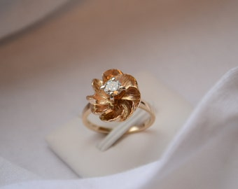 Wonderfully whimsical vintage 14-18K yellow gold sculptural and floral Diamond solitaire ring
