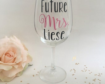 Personalized Future Mrs Wine Glass, Soon to Be Mrs Wine Glass, Engagement Gift, Bridal Shower Gift, Wedding Gift, Personalized Bride Wine