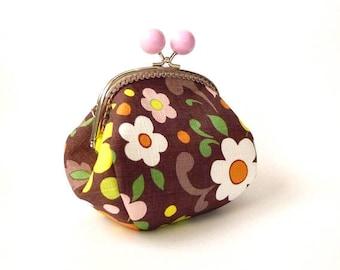 Flower pattern metal frame purse, kiss lock purse