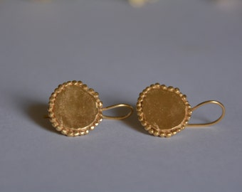 Gold disc earrings, gold dangle earrings, round disc earrings, simple gold earrings, antique earrings, minimalist earrings, bridal earrings