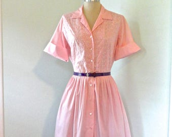 60s Pink Shirtwaist M L Cotton Eyelet Short Cuff Sleeve MidCentury Pleated Full Skirt Button Front Spring Summer Cool Notched Collar Vintage