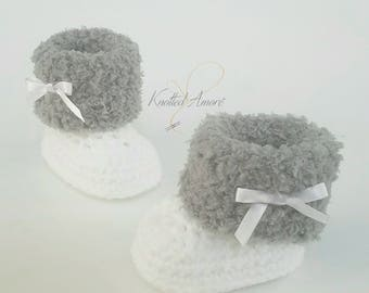 Crochet baby boots, newborn shoes, baby shoes, booties, baby girl boots, baby gift, announcement, fur shoes, boots