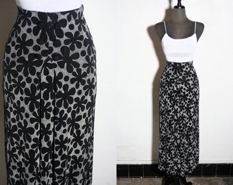 Vintage grunge 90s high waisted daisy long skirt size M