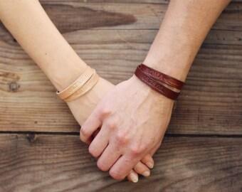 2x Personalized Couples Bracelets, Matching Bracelets, Leather Cuff, Double Wrap, His Her Bracelets, Best Friend bracelet, feather, datet