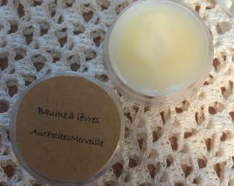Organic moisturizing lip balm
