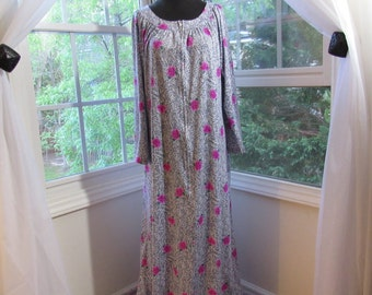 1970s Black and White Leopard Like with Pink Roses Dress Robe Bathing Suit Cover Lounge Wear