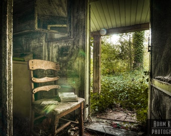 Something to Read - Abandoned - Urbex, Urban Decay Photography