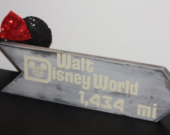 Disney World Arrow Sign | Disneyland Arrow Sign – Landmark Distance Arrow Sign – This Many Miles to Disney World – Disney Vacation Souvenir