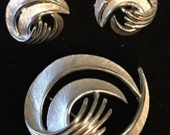 Vintage Crown Trifari Swirl Brooch and Clip Earring set silver tone brushed and polished design