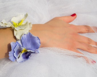 Chic wedding corsage, bridesmaid corsage, flower girl or prom bracelet, mother of bride corsage, lilac prom corsage, wedding floral bracelet