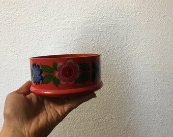 Flowers on my dresser Vintage wooden bowl hand painted from the 1970s || jewelry holder || jewelry container || 70s flower bowl || 70s home
