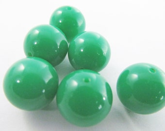 16 Vintage 16mm Bright Kelly Green Round Lucite Beads Bd213
