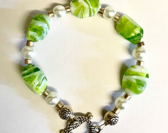 Peridot green glass and pearl bracelet