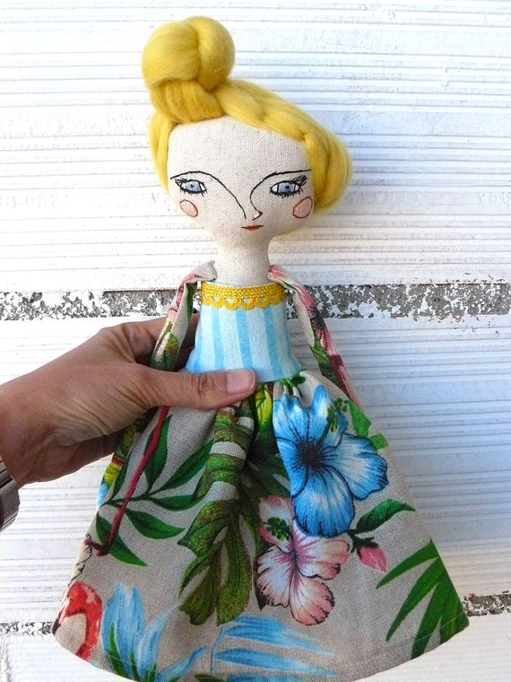 Art doll in cotton and wool hair. 32 cm. Flowers and flamingos tapestry fabric
