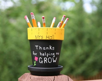 Personalized Teacher gift - pencil holder hand painted with Thanks for helping me GROW, Teacher name, vinyl flower