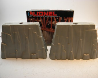 Lionel 12744 Rock Piers  Set of 2