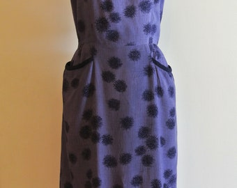 Purple and black summer dress with pockets and detailed neckline 1950s