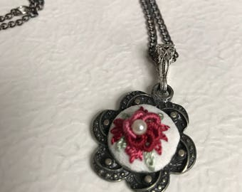 Handmade embroidered necklace rococo
