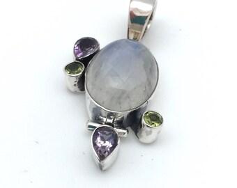 Moonstone and peridot pendant