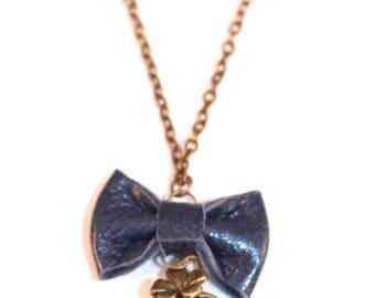 Collier mi long médaillon porte photo Liberty et nœud en cuir bleu foncé
