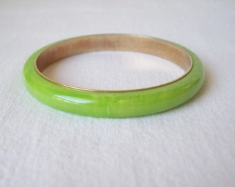 Vintage Marbled Green and Yellow Bakelite Bangle Bracelet