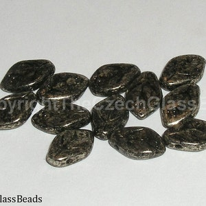 12pcs PRESSED BEADS LEAVES 12X7mm 00030/18549
