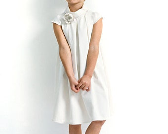 Flower girl dress in white. Short sleeve dress for wedding in organic cotton sateen. Custom wedding dress.