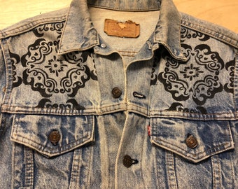 Hand painted vintage Levis jean jacket by Miami artist RJHedesa. Very uninique and creative.