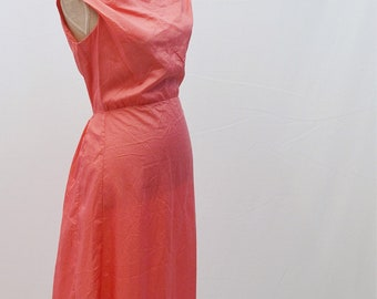 1970s handmade dress in pink with boat neck and fitted waist.