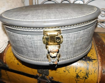 American Tourist Round Small Suitcase, Vintage Small Round Suitcase, Round Suit Case :)s*